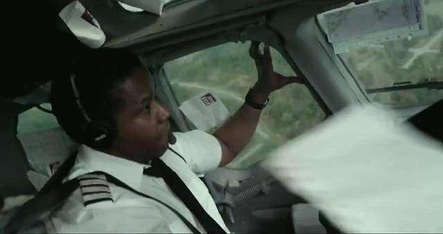 Denzel hits high point as drunken pilot in 'Flight'