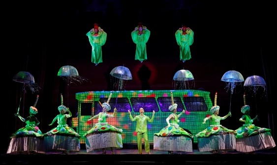 'Priscilla' drags out glam for rollicking show
