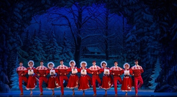 Production of 'White Christmas' is a crowd-pleasing entertainment extravaganza